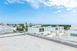 Терраса. Кипр, Центр Айя Напы : Шикарная вилла с террасой на крыше с видом на Средиземное море, с 3-мя спальнями, с бассейном, патио и барбекю, расположена в центре Айя-Напы