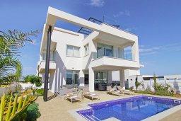 Вид на виллу/дом снаружи. Кипр, Пернера Тринити : Прекрасная вилла с террасой на крыше с видом на Средиземное море, с 3-мя спальнями, бассейном, патио и барбекю, расположена недалеко от пляжа Trinity Beach