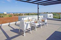 Терраса. Кипр, Пернера Тринити : Прекрасная вилла с террасой на крыше с видом на Средиземное море, с 3-мя спальнями, бассейном, патио и барбекю, расположена недалеко от пляжа Trinity Beach