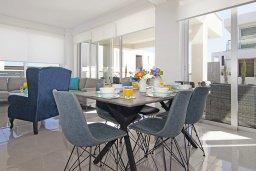Гостиная. Кипр, Пернера Тринити : Прекрасная вилла с террасой на крыше с видом на Средиземное море, с 3-мя спальнями, бассейном, патио и барбекю, расположена недалеко от пляжа Trinity Beach