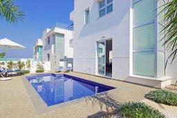 Бассейн. Кипр, Пернера Тринити : Удивительная вилла с террасой на крыше с видом на Средиземное море, с 3-мя спальнями, бассейном, патио и барбекю, расположена недалеко от пляжей Vrysoudia Beach и Trinity Beach