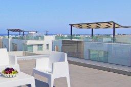 Терраса. Кипр, Пернера Тринити : Сказочная вилла с террасой на крыше с видом на Средиземное море, с 3-мя спальнями, бассейном, патио и барбекю, расположена недалеко от пляжей Vrysoudia Beach и Trinity Beach