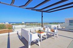 Терраса. Кипр, Пернера Тринити : Современная вилла с террасой на крыше с видом на Средиземное море, с 3-мя спальнями, бассейном, патио и барбекю, расположена недалеко от пляжей Vrysoudia Beach и Trinity Beach