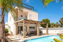 Вид на виллу/дом снаружи. Кипр, Фиг Три Бэй Протарас : Волшебная вилла с потрясающей террасой на крыше с видом на Средиземное море, с 4-мя спальнями, с бассейном, патио, lounge-зоной и барбекю, расположена недалеко от пляжа Fig Tree Bay