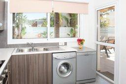 Кухня. Кипр, Фиг Три Бэй Протарас : Волшебная вилла с потрясающей террасой на крыше с видом на Средиземное море, с 4-мя спальнями, с бассейном, патио, lounge-зоной и барбекю, расположена недалеко от пляжа Fig Tree Bay