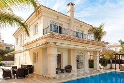 Вид на виллу/дом снаружи. Кипр, Каппарис : Несравненная вилла с шикарным видом на Средиземное море, с 4-мя спальнями, с бассейном, тенистой террасой с патио, беседкой, настольным теннисом и барбекю, расположена около пляжа Malama beach