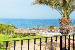Вид на море. Кипр, Каппарис : Несравненная вилла с шикарным видом на Средиземное море, с 4-мя спальнями, с бассейном, тенистой террасой с патио, беседкой, настольным теннисом и барбекю, расположена около пляжа Malama beach