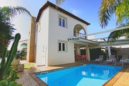 Вид на виллу/дом снаружи. Кипр, Пернера Тринити : Очаровательная вилла с 3-мя спальнями, с бассейном, тенистой террасой с патио и каменным барбекю, расположена недалеко от пляжа Sirena Bay beach