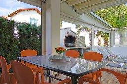 Терраса. Кипр, Пернера Тринити : Очаровательная вилла с 3-мя спальнями, с бассейном, тенистой террасой с патио и каменным барбекю, расположена недалеко от пляжа Sirena Bay beach