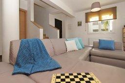Гостиная. Кипр, Пернера Тринити : Очаровательная вилла с 3-мя спальнями, с бассейном, тенистой террасой с патио и каменным барбекю, расположена недалеко от пляжа Sirena Bay beach