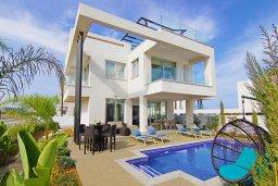 Вид на виллу/дом снаружи. Кипр, Пернера Тринити : Шикарная вилла с террасой на крыше с видом на Средиземное море, с 3-мя спальнями, бассейном, патио и барбекю, расположена недалеко от пляжей Vrysoudia Beach и Trinity Beach