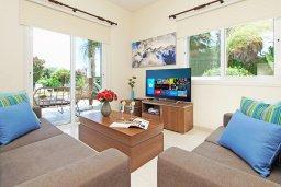 Гостиная. Кипр, Ионион - Айя Текла : Замечательная вилла в окружении зелёного сада, с 3-мя спальнями, с бассейном, солнечной террасой с патио и барбекю, расположена в 70 метрах от моря