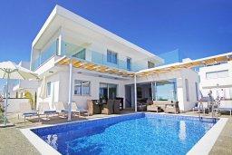 Вид на виллу/дом снаружи. Кипр, Центр Айя Напы : Роскошная вилла с панорамным видом на Средиземное море, с 4-мя спальнями, с бассейном, солнечной террасой с патио и барбекю, расположена в центре Ayia Napa