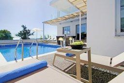 Бассейн. Кипр, Центр Айя Напы : Роскошная вилла с панорамным видом на Средиземное море, с 4-мя спальнями, с бассейном, солнечной террасой с патио и барбекю, расположена в центре Ayia Napa