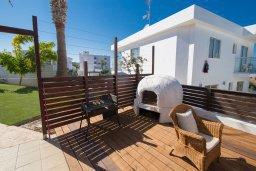 Развлечения и отдых на вилле. Кипр, Капо Греко : Потрясающая вилла с 5-ю спальнями, с бассейном, тенистой террасой с патио и традиционным кипрским барбекю, расположена недалеко от пляжа Konnos Bay Beach