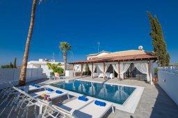 Территория. Кипр, Капо Греко : Потрясающая вилла с 5-ю спальнями, с бассейном, тенистой террасой с патио и традиционным кипрским барбекю, расположена недалеко от пляжа Konnos Bay Beach