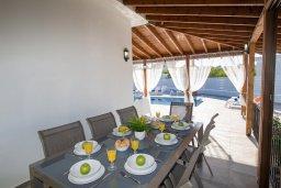 Терраса. Кипр, Капо Греко : Потрясающая вилла с 5-ю спальнями, с бассейном, тенистой террасой с патио и традиционным кипрским барбекю, расположена недалеко от пляжа Konnos Bay Beach