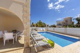 Бассейн. Кипр, Каво Марис Протарас : Впечатляющая вилла с террасой на крыше с видом на Средиземное море, с 4-мя спальнями, с бассейном, патио и барбекю, расположена в 400 метрах от пляжа Green Bay Beach