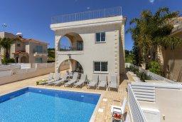 Вид на виллу/дом снаружи. Кипр, Каво Марис Протарас : Впечатляющая вилла с террасой на крыше с видом на Средиземное море, с 4-мя спальнями, с бассейном, патио и барбекю, расположена в 400 метрах от пляжа Green Bay Beach