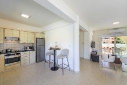 Кухня. Кипр, Каво Марис Протарас : Впечатляющая вилла с террасой на крыше с видом на Средиземное море, с 4-мя спальнями, с бассейном, патио и барбекю, расположена в 400 метрах от пляжа Green Bay Beach