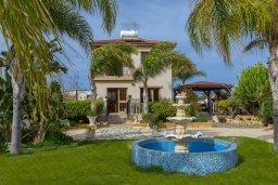 Вид на виллу/дом снаружи. Кипр, Ионион - Айя Текла : Очаровательная вилла с видом на Средиземное море, с 2-м спальнями, тенистой террасой с патио и барбекю, в окружении зелёного сада, расположена в тихом районе Айя-Текла