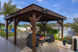 Беседка. Кипр, Ионион - Айя Текла : Очаровательная вилла с видом на Средиземное море, с 2-м спальнями, тенистой террасой с патио и барбекю, в окружении зелёного сада, расположена в тихом районе Айя-Текла