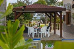 Территория. Кипр, Ионион - Айя Текла : Очаровательная вилла с видом на Средиземное море, с 2-м спальнями, тенистой террасой с патио и барбекю, в окружении зелёного сада, расположена в тихом районе Айя-Текла