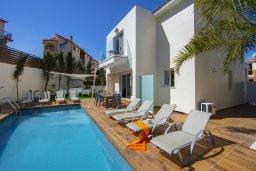 Бассейн. Кипр, Пернера : Потрясающая вилла с 3-мя спальнями, с бассейном с подогревом, солнечной террасой с патио и барбекю, расположена недалеко от пляжа Pernera Beach