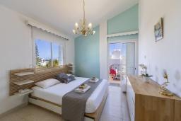 Спальня. Кипр, Фиг Три Бэй Протарас : Очаровательная вилла в греческом стиле с 4-мя спальнями, тенистой террасой с патио и барбекю, расположена недалеко от пляжа Fig Tree Bay