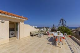 Терраса. Кипр, Каво Марис Протарас : Замечательная вилла с террасой на крыше с видом на Средиземное море, с 4-мя спальнями, с бассейном, патио и барбекю, расположена в 400 метрах от пляжа Green Bay Beach