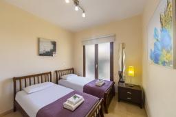 Спальня. Кипр, Каппарис : Очаровательная вилла с видом на Средиземное море, с 4-мя спальнями, с бассейном, солнечной террасой с патио и барбекю, расположена около пляжа Malama Beach