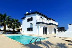 Кипр, Ионион - Айя Текла : Прекрасная вилла с беспрепятственным видом на Средиземное море, с 3-мя спальнями, с бассейном, солнечной террасой и каменным барбекю, расположена в 50 метрах от пляжа Ayia Thekla Beach