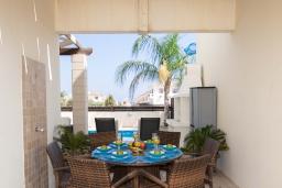 Патио. Кипр, Каппарис : Очаровательная вилла с 2-мя спальнями, 2-мя ванными комнатами, с бассейном, тенистой террасой с патио и барбекю, расположена около пляжа Malama Beach