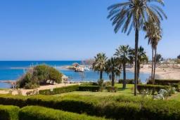 Ближайший пляж. Кипр, Пернера Тринити : Пляжный апартамент с потрясающим панорамным видом на Средиземное море, с 3-мя спальнями, просторной зелёной территорией с патио и барбекю, расположен около песчаного пляжа Trinity Beach