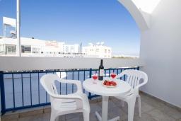 Балкон. Кипр, Санрайз Протарас : Очаровательная студия с уютным балконом, расположена в самом центре Протараса в 350м от песчаного пляжа Sunrise Beach