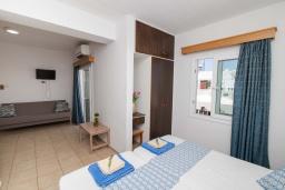 Спальня. Кипр, Санрайз Протарас : Очаровательная студия с уютным балконом, расположена в самом центре Протараса в 350м от песчаного пляжа Sunrise Beach