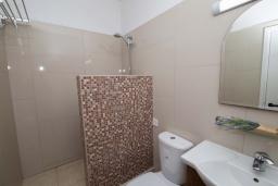 Ванная комната. Кипр, Санрайз Протарас : Очаровательная студия с уютным балконом, расположена в самом центре Протараса в 350м от песчаного пляжа Sunrise Beach