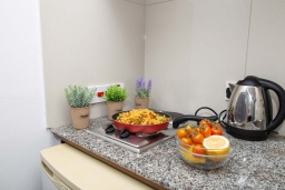 Кухня. Кипр, Санрайз Протарас : Уютная студия с уютным балконом, расположена в самом центре Протараса в 350м от песчаного пляжа Sunrise Beach