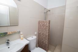Ванная комната. Кипр, Санрайз Протарас : Уютная студия с уютным балконом, расположена в самом центре Протараса в 350м от песчаного пляжа Sunrise Beach
