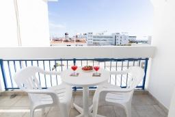 Балкон. Кипр, Санрайз Протарас : Комфортабельная студия с уютным балконом, расположена в самом центре Протараса в 350м от песчаного пляжа Sunrise Beach