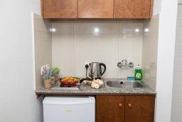 Кухня. Кипр, Санрайз Протарас : Милая студия с уютным балконом, расположена в самом центре Протараса в 350м от песчаного пляжа Sunrise Beach