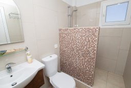 Ванная комната. Кипр, Санрайз Протарас : Милая студия с уютным балконом, расположена в самом центре Протараса в 350м от песчаного пляжа Sunrise Beach