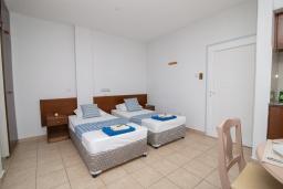 Студия (гостиная+кухня). Кипр, Санрайз Протарас : Комфортная студия с уютным балконом, расположена в самом центре Протараса в 350м от песчаного пляжа Sunrise Beach