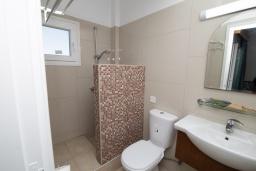 Ванная комната. Кипр, Санрайз Протарас : Комфортная студия с уютным балконом, расположена в самом центре Протараса в 350м от песчаного пляжа Sunrise Beach