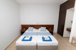 Студия (гостиная+кухня). Кипр, Санрайз Протарас : Просторная студия с уютным балконом, расположена в самом центре Протараса в 350м от песчаного пляжа Sunrise Beach