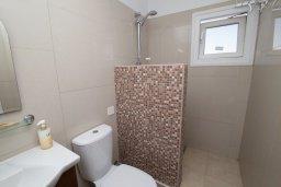 Ванная комната. Кипр, Санрайз Протарас : Просторная студия с уютным балконом, расположена в самом центре Протараса в 350м от песчаного пляжа Sunrise Beach