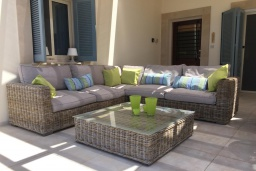 Патио. Кипр, Лачи : Современная вилла с видом на Средиземное море, с 3-мя спальнями, с бассейном, тенистой террасой с lounge-зоной, барбекю, расположена в Neo Chorio всего в 100 метрах от пляжа Anassa Hotel beach