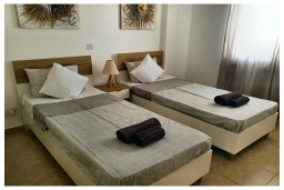 Спальня 2. Кипр, Пафос город : Прекрасный апартамент с видом на Средиземное море, с 2-мя спальнями, с 2-мя ванными комнатами, расположен в комплексе с бассейном всего в 400 метрах от моря