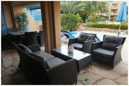 Патио. Кипр, Пафос город : Прекрасный апартамент с 2-мя спальнями, с 2-мя ванными комнатами, с просторной террасой с патио, расположен в комплексе с бассейном всего в 400 метрах от моря