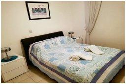 Спальня 2. Кипр, Пафос город : Прекрасный апартамент с 2-мя спальнями, с 2-мя ванными комнатами, с просторной террасой с патио, расположен в комплексе с бассейном всего в 400 метрах от моря